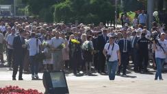 Depunere de flori de către Cabinetul de miniștri și cetățeni la monumentul Ștefan cel Mare și Sfânt cu prilejul Zilei Independenței Republicii Moldova