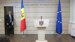 """Conferință de presă susținută de Președintele Comisiei securitate națională, apărare și ordine publică, Chiril Moțpan, cu genericul """"Prezentarea concluziilor preliminare ale Comisiei securitate națională, apărare și ordine publică privind examinarea legalității expulzării de pe teritoriul Republicii Moldova, la 6 septembrie 2018, a cetățenilor turci declarați indezirabili. Cine se face responsabil?"""""""