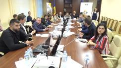 """Masa rotundă organizată de Comisia cultură, educație, cercetare, tineret, sport și mass-media cu genericul """"Rolul tinerilor în lumea modernă"""", desfășurată în cadrul Forumului de Tineret Moldo-Belarus"""
