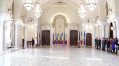 Ceremonia de decorare a ambasadorului Statelor Unite ale Americii la București, Hans Klemm, de către Președintele României, Klaus Iohannis