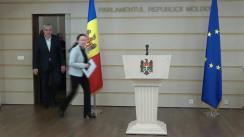 Conferință de presă susținută de către deputații Fracțiunii ACUM Platforma DA, Alexandru Slusari și Inga Grigoriu, împreună cu un grup de angajați din raionul Briceni, care nu și-au ridicat salariile de un an