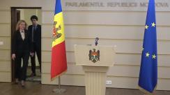 Briefingul deputaților Igor Grosu și Radu Marian cu referire la proiectul de lege pentru oferirea concediului plătit unuia din părinți pentra a avea grijă de copii