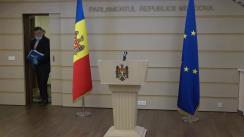 Briefing de presă susținut de către deputații Iurie Reniță și Lilian Carp