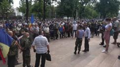 Acțiune de protest organizată de veterani în Piața Marii Adunări Naționale