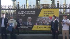 """Flashmob organizat de Partidul Acțiune și Solidaritate cu tema """"Dodon, nu semna pentru judecători corupți"""""""