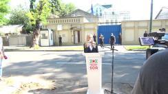 Briefing însoțit de un scurt protest organizat de Partidul Politic ȘOR împotriva comentariilor și declarațiilor nediplomatice, dar a și imixtiunii în justiție din partea lui Peter Michalko
