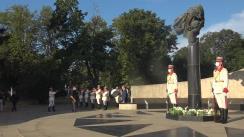 """Depuneri de flori la Monumentul """"Maica îndurerată"""" cu prilejul Zilei Independenței Republicii Moldova"""