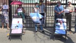 """Flashmob organizat de PAS Youth cu tema """"Dodon se lăfăie în vacanțe luxoase, iar oamenii se chinuie cu pensii mizere"""""""
