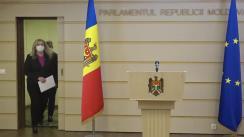 """Briefing de presă susținut de către deputații Platformei Parlamentare """"Pentru Moldova"""" Ruxanda Glavan și Igor Himici"""