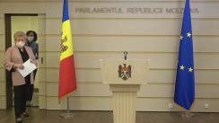 """Briefing de presă susținut de către deputatul Partidului """"ȘOR"""", Reghina Apostolova, și deputatul Platformei """"Pentru Moldova"""", Elena Bacalu"""