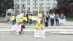 """Flashmob organizat de PAS Youth cu tema """"Hoții au lăsat tinerii cu buzunarele goale"""""""