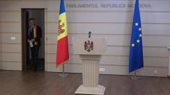 Briefing de presă susținut de către deputații Iurie Reniță și Octavian Țîcu