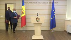 """Briefing de presă susținut de deputații fracțiunii parlamentare a Partidului """"ȘOR"""", Reghina Apostolova și Vadim Fotescu"""
