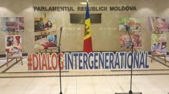 """Expoziția de fotografie """"Abilitățile digitale conectează generații"""", lansată de Parlamentul Republicii Moldova și Fondul ONU pentru Populație"""